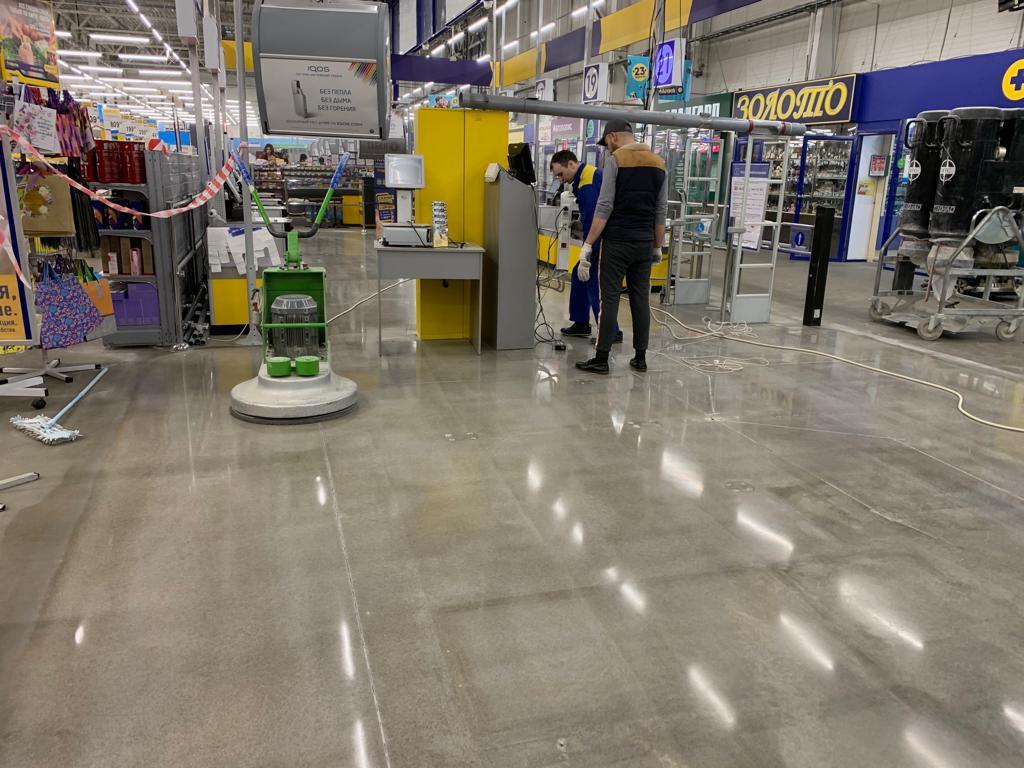 Ремонт и полировка бетонного пола в торговом центре